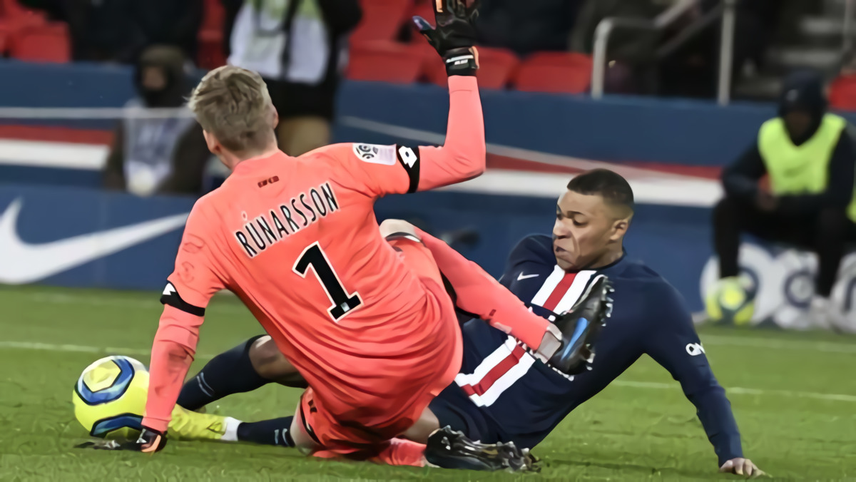 Ditinggal Emiliano Martinez, Arsenal Incar Kiper Dijon Runar Alex Runarsson