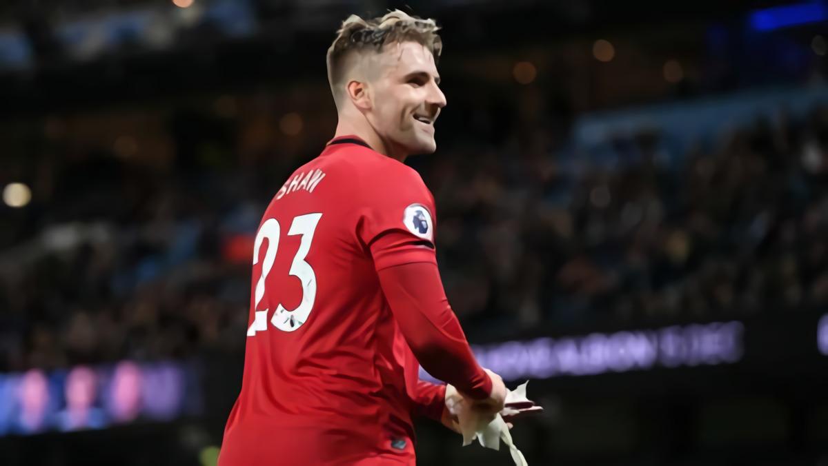 Luke Shaw: Manchester United Incar Trofi, Bukan Empat Besar