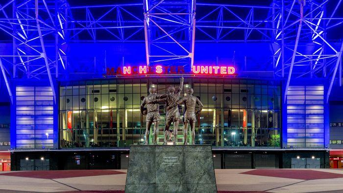 Manchester United Berwarna Biru!