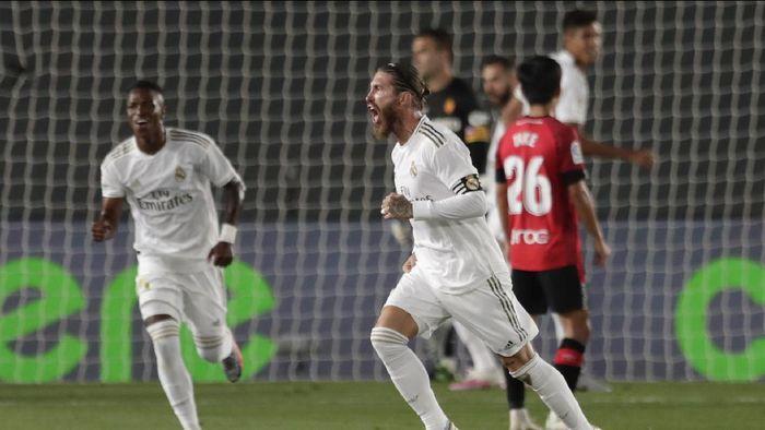 Fans Bingung, Sergio Ramos Bek atau Striker Sih?