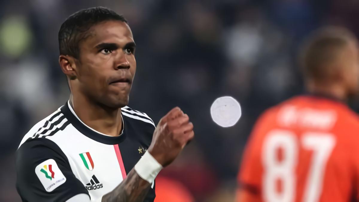 Douglas Costa Di Daftar Jual Juventus