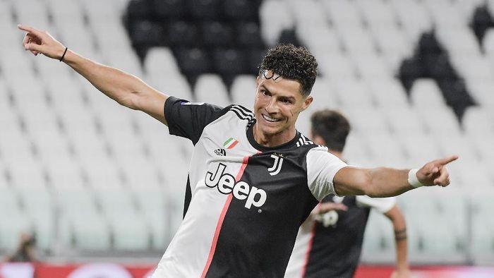 Pandemi Corona Gagalkan Ronaldo Gabung Mbappe dan Neymar di PSG?