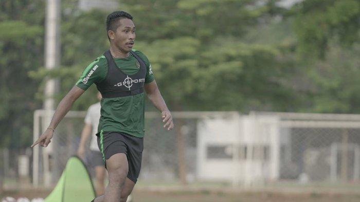 Musim Ini Sudah Berakhir Untuk Bek Madura United Dodi Alexvan Djin
