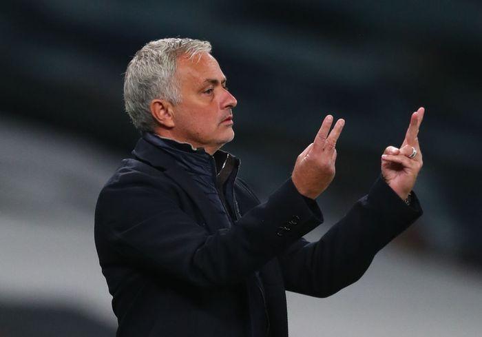 Jose Mourinho Masih Memburu Dua Bek Chelsea Ini