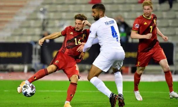 Dries Mertens mencetak gol untuk Belgia saat mengalahkan Islandia 5-1 pada hari Selasa