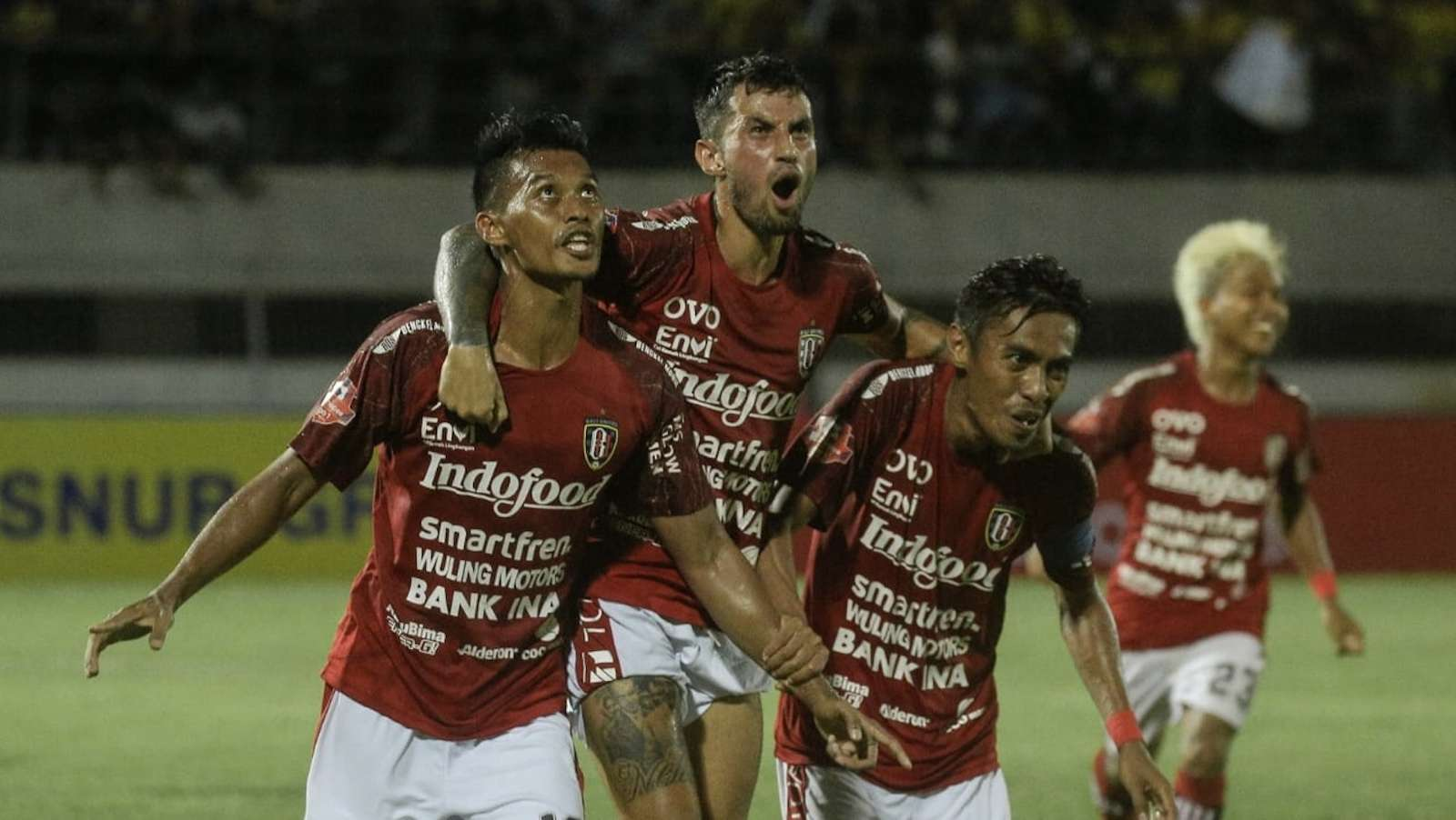 Mes Pemain Bali United Disemprot Disinfektan