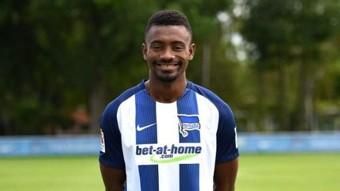 Bandel! Langgar Physical Distancing, Salomon Kalou Dihukum Hertha Berlin